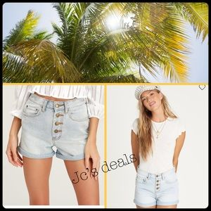 🌴 billabong button front high tide denim shorts